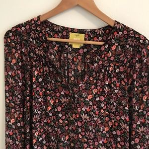 Maeve Anthro pink/red floral blouse - holiday top